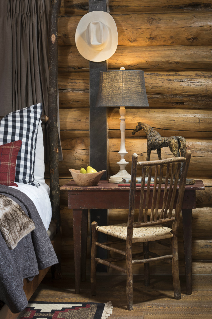 bedroom-desk-with-chair-hanging-cowboy-hat-log-cabin-mt