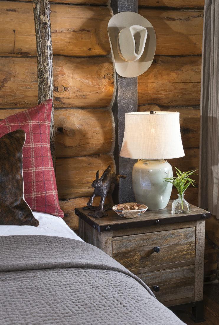 bedside-table-hanging-cowboy-hat-log-cabin