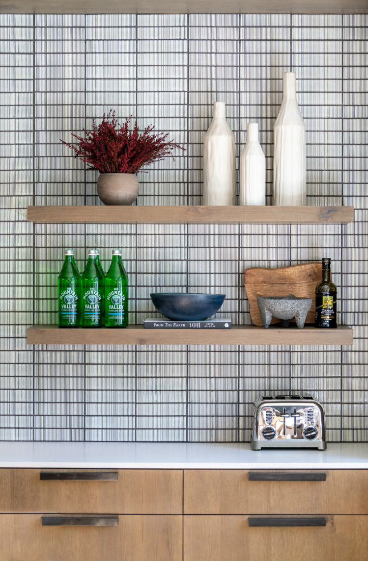 kitchen-shelves-tile-backsplash