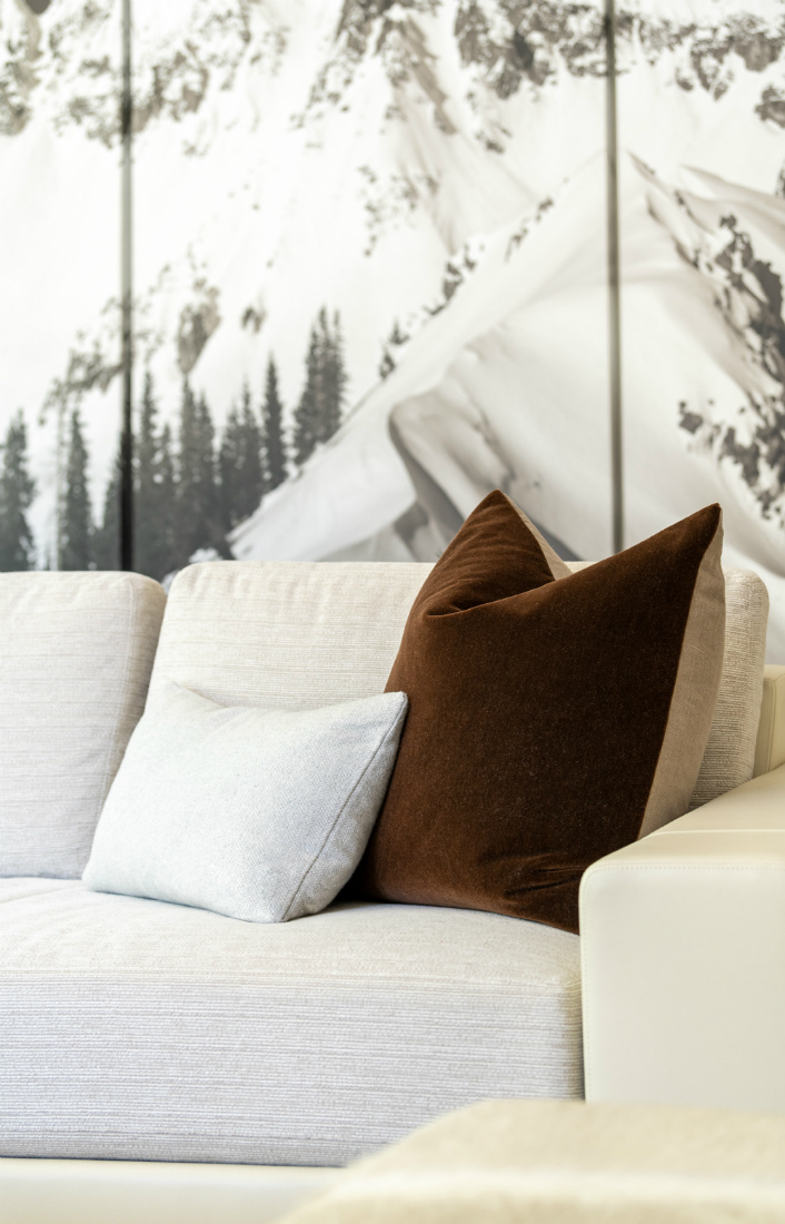 river-and-lime-couch-detail-pillows-telluride-co