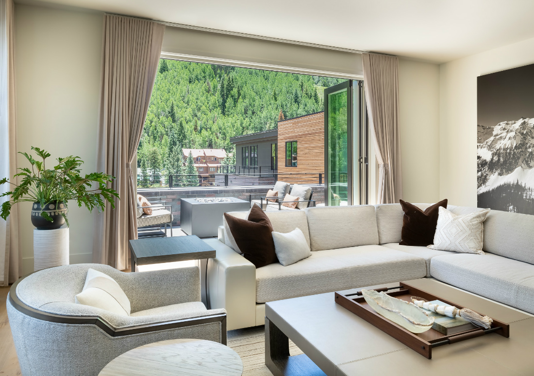 telluride-co-living-room-interior-design-penthouse-river-and-lime